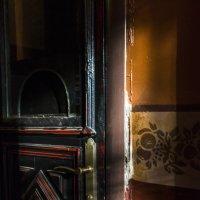 Света на двери :: Сергей Волков