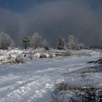 Первые морозы,первый снег лежит, вдалеке за лесом Ангара парит... :: Александр Попов