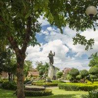 Лаос. Вьентьян. Памятник :: Владимир Шибинский