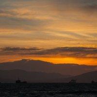 Рассвет в Цемесской бухте :: Игорь Гарагуля