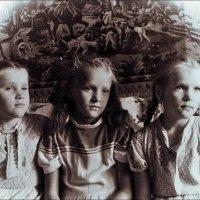 Сестрички.   1957 год :: Нина Корешкова