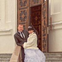 У дверей храма :: Сергей
