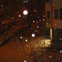 """Обещанный снегопад. """"Круглые"""" снежинки в Москве :: Андрей Лукьянов"""