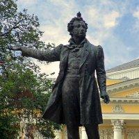 Пушкин и голуби :: Сергей Карачин