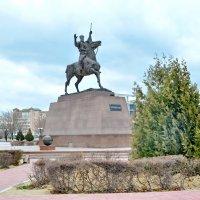 Памятник Курмангазы :: Анатолий Чикчирный