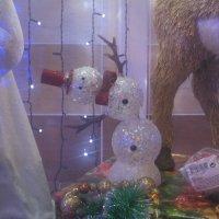 Танцующий  снеговик. :: Алексей Рыбаков