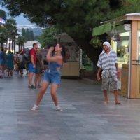 Молодые танцуют :: Вера Щукина