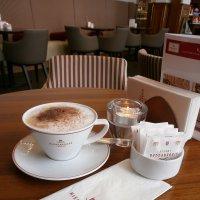 Кофе с марципанами... :: Алёна Савина