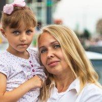 Женщина с ребенком :: Владимир Боровков