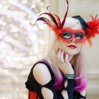 девушка в маске :: Ярослава Бакуняева