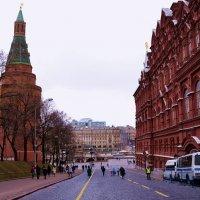 Меж музеем и Кремлём. :: Владимир Болдырев
