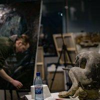 Ельцин ЦЕНТР. Мастерская художника... за стеклом... :: Pavel Kravchenko