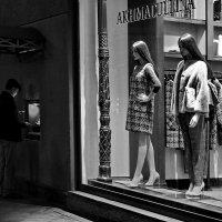 Стоят девчонки, стоят в сторонке...   или...   А ну, не подглядывать!... :))))) :: Ира Егорова :)))