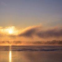 Морозное утро на Каме :: Валерий Рыжов