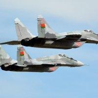 04 мая 2015 года. Пара МиГ-29. Аэродром Мачулище (UMLI) :: Сергей Коньков