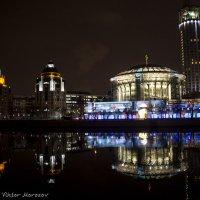 Ночной вид с Краснохолмской набережной :: Виктор М