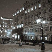 Снег кружится, летает , летает ... :: Лариса Корженевская