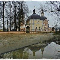 Успенская церковь в Сергиевом Посаде :: Natalia Mihailova