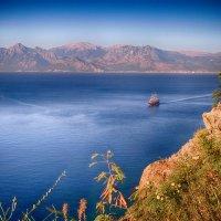 парусник и горы :: Натали Акшинцева