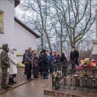 Рассказ о жизни Пушкина у его места захоронения. :: Сергей Величко
