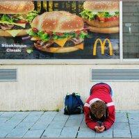 впереди McDonald's :: Јасминка  (Ясминка) Надашкић (Надашкич)