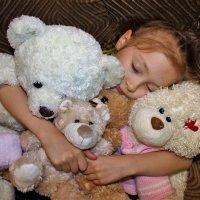 Машенька и три медведя :: Сергей Чиняев