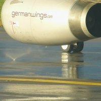 Струйка ,вихрь , ураганчик воды засасывает двигатель.. Через 2 минуты - сухо. :: Alexey YakovLev