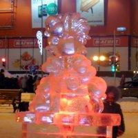 """Ледяная """"огненная"""" обезьянка - символ Нового года в Нягани :: Наталья Пендюк Пендюк"""