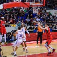 Левитирующий Малкольм Делайни в матче Евролиги по баскетболу :: Андрей Майоров