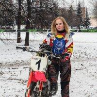 Девушка и мотоцикл :: Валерия Потапенкова