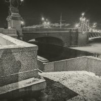 Ночная прогулка по Питеру 1 :: Evgeny Kornienko
