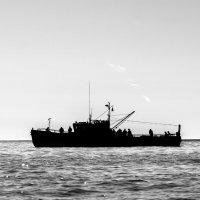 Кораблик по морю гулял... :: Юрий Харченко