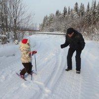 Папа учит кататься ! Хорошо зимой на Урале. :: Елизавета Успенская