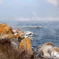 Туман уходит в море... :: Raisa Ivanova