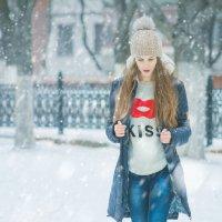 Девушка и снег... :: Pavel Svyatodukh