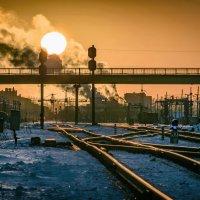 Солнце над железной дорогой :: Дмитрий Стёпин