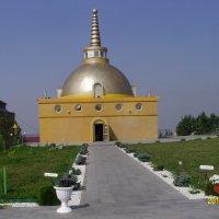 Одна из действующих ступ Будды :: Виктор Мухин