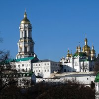 Вид на Лаврскую колокольню :: Владимир Бровко