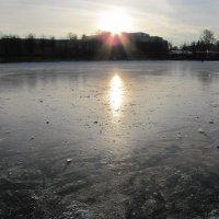 Закат на озере :: Людмила Жданова