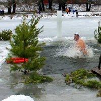 Традиция купания в проруби на Крещение. :: Валентина ツ ღ✿ღ