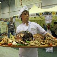Поднос с едой :: Наталья Золотых-Сибирская