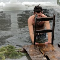 Крещенское купание в проруби. :: Валентина ツ ღ✿ღ
