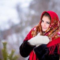 Прекрасная девушка в национальном платке :: Михаил Архипов