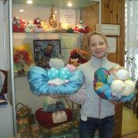 А Лидочка смастерила сразу две тряпичные куклы! :: Ольга Кривых