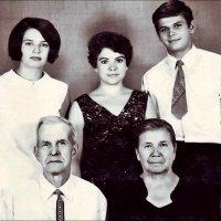 Знакомство с дедушкой и бабушкой мужа. 1970 :: Нина Корешкова