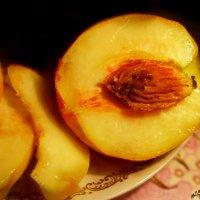 Этот персик, эта мякоть, эта влажность на изломе... :: Людмила Богданова (Скачко)