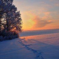 Убегая от заката.. :: Юрий Анипов