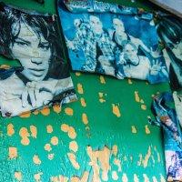 Живые стены умершего дома... :: Ева Олерских