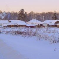 Деревенька в снегу утопает...Лишь струится из труб дымок... :: Елена Ярова