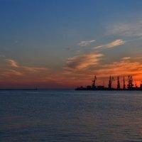 Закат в Бердянском порту :: Татьяна Кретова